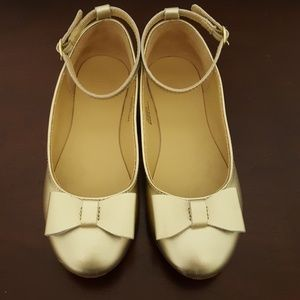 Gold girls dress shoe